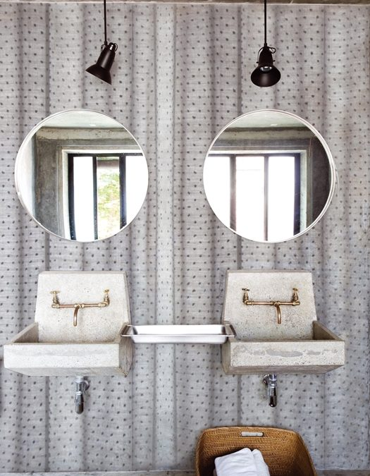 5 cool wallpapers for your guest bathroom